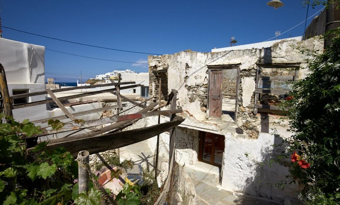 Leica Tri Elmar Wate naxos town
